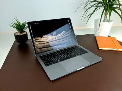 Mata skórzana do biura - z laptopem