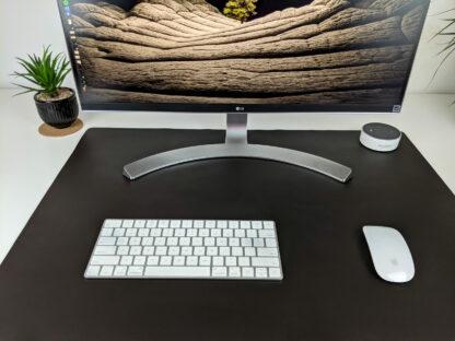 Stacja robocza ze skórzaną matą na biurko